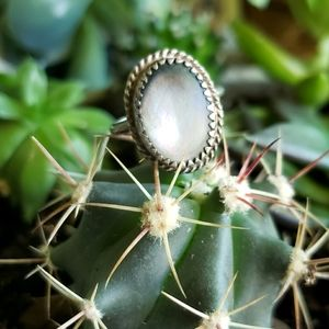 Vintage Southwestern Mother of Pearl Ring